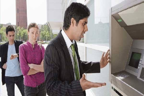 Tìm hiểu kỹ những lý do thẻ ATM của bạn bị nuốt