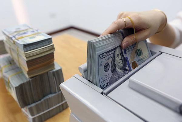 Có nên đổi Đô la Mỹ tịa chợ đen